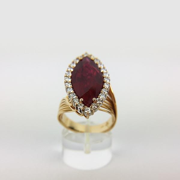 Anello Oro Bianco, Diamanti e Rubino Unico