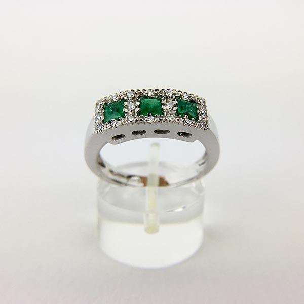 Anello Oro Bianco, Diamanti e Tre Smeraldi