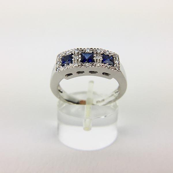 Anello Oro Bianco, Diamanti e Tre Zaffiri